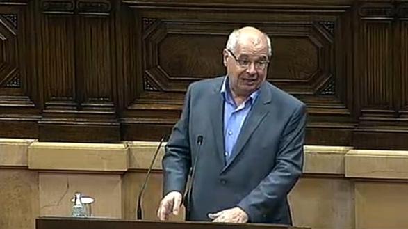 El president del grup parlamentari de Catalunya Sí Que es Pot, Lluís Rabell, al ple del Parlament en una imatge d'arxiu.