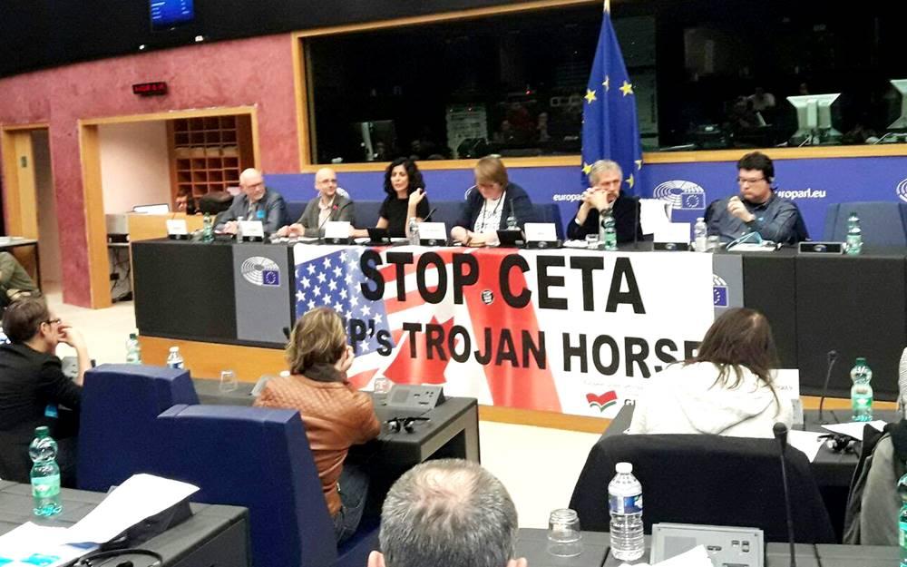 Taula rodona sobre 'com frenar el CETA' amb Joan Josep Nuet al Parlament Europeu.