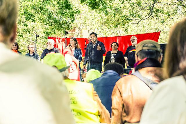 """Acte final de la manifestació """"La fraternitat republicana és obrir fronteres. La història es repeteix"""" el passat 9 d'abril a Nou Barris."""