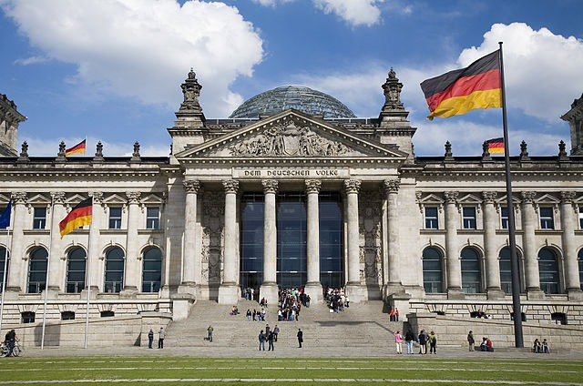 640px-Berlin-_The_Norman_Foster_redesigned_German_Bundestag_-_3833